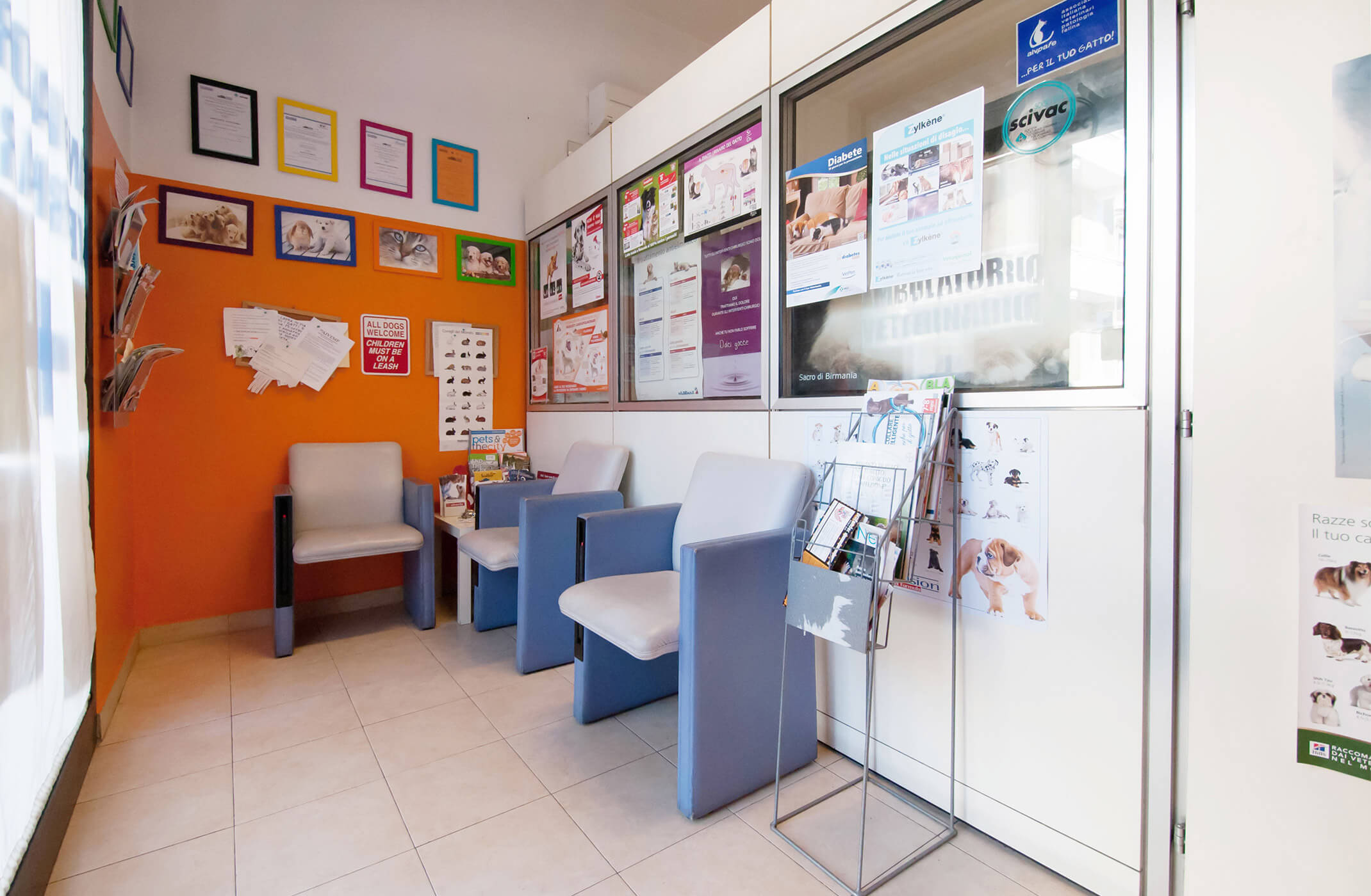 Sala d'attesa ambulatorio veterinario via Bondi